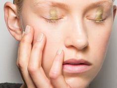 Check out our roundup of the best drugstore eye creams that won't break the bank and will get your eyes looking instantly refreshed. Creme Anti Age, Anti Aging Eye Cream, Best Eye Cream, Concealer, Best Drugstore Eye Cream, Eye Cream For Dark Circles, Roche Posay, Runway Makeup, The Blonde Salad