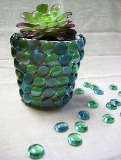 mosaic and decoupage pots.Under The Table and Dreaming: 40 Ideas to Dress Up Terra Cotta Flower Pots - DIY Planter Crafts {Saturday Inspiration & Ideas} Flower Pot Crafts, Clay Pot Crafts, Fun Crafts, Pots D'argile, Clay Pots, Garden Crafts, Garden Projects, Garden Ideas, Diy Projects