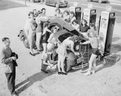 Interesting Vintage Photos of Women Washing Cars in the Past Classic Hot Rod, Classic Cars, Vintage Cars, Vintage Photos, Vintage Auto, Vintage Stuff, Vintage Signs, Vintage Gas Pumps, Gas Service