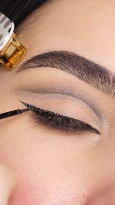 Cut Crease Eyeshadow, Makeup Eyeshadow Palette, Cut Crease Makeup, Eye Makeup Brushes, Nude Makeup, Glitter Makeup, Beauty Makeup Tips, Makeup Inspo, Looks Party