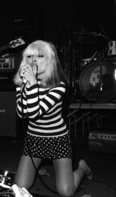 punk Super Fashion Punk Debbie Harry 57 Id - Blondie Debbie Harry, Debbie Harry Style, Estilo Rock, Pull Marine, Look Disco, Mode Rock, 70s Punk, Serge Gainsbourg, Rock Roll