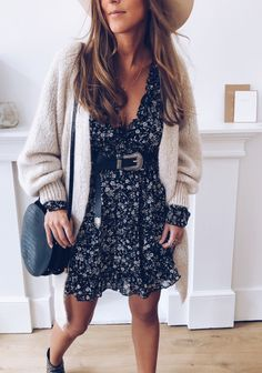 Badjas Erina noire à fleurs, Fashion Outfits, Womens Fashion, Fashion Trends, Dressing, Mode Style, Winter Wear, Simple Outfits, Fall Dresses, Winter Outfits