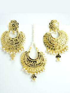 Awaken the inner Queen with these intricate handmade Earrings and Mang Tikka. This beautiful set will add sparkle to your outfit. Perfect for any occasion sangeet, jago, party or wedding. - Gold Plate