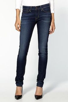The Curvy Skinny Jean — Levi's is the king when it comes to fit, and curvy girls should look to them first for jeans that flatter in the waist, the butt, the thighs, and the calves. Curvy Skinny Jeans, Levis Skinny, Estilo Denim, Denim Fashion, Womens Fashion, Jeans Bleu, Blue Jeans, Blue Denim, Paige Denim