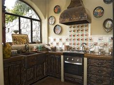 No upper cabinets. Mexican black wood painted plates on wall. Colonial Kitchen, Rustic Kitchen, Kitchen Decor, Hacienda Kitchen, Kitchen Ideas, Kitchen Inspiration, Kitchen Designs, Painted Plates, Plates On Wall