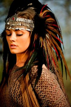 Feather Headdress perfect for the festival season. We love this unique piece at wonderland wigs. Feather Headdress, Feather Headband, Native American Beauty, Native American Indians, American Fashion, Larp, Burning Man Outfits, Foto Art, Tribal Fusion