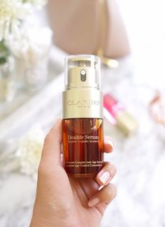 Clarins' iconic Double Serum restores radiance to skin, addressing all visible signs of aging Beauty Care, Beauty Makeup, Beauty Hacks, Makeup Tips, Natural Hair Mask, Healthy Skin Tips, Beauty Tips For Face, Facial Serum, Face Skin Care