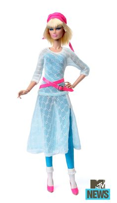 When it comes to San Diego Comic-Con exclusives, it doesn't get bigger than Hasbro. Jem Doll, Barbie Dolls, Hologram Movie, Jem And The Holograms, Favorite Cartoon Character, San Diego Comic Con, Custom Clothes, Mtv, Fashion Dolls