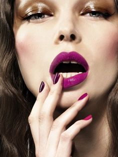 fuschia lip, ombre nails, wet eyelids. overall great look
