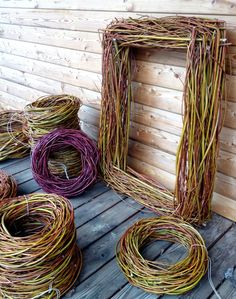 organic flowers and worshops vomhuegel. Willow Wreath, Grapevine Wreath, Willow Weaving, Basket Weaving, Natal Design, Diy Spring Wreath, Deco Floral, Nature Crafts, Land Art