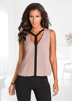 Blusa sem manga decote V bege encomendar agora na loja on-line bonprix.de  R$ 69,90 a partir de Linda blusa sem manga, com detalhe de recorte na frente, ...