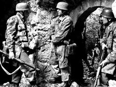 Fallschirmjäger at Monte Cassino, 1944.