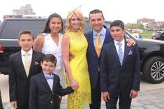 One Happy Bunch: A Guide to 'Cake Boss' Star Buddy Valastro's Wife, Kids and Family Wife And Kids, Mom And Dad, Buddy Valastro Family, Cake Boss Cast, Cake Boss Family, Cake Boss Buddy, Home And Family Hallmark, Four Kids, Family Images