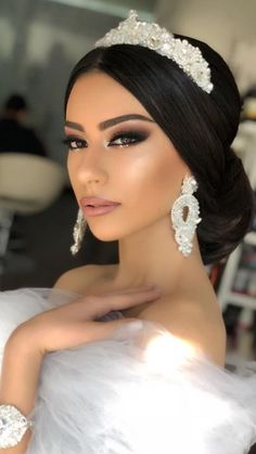 25 Most Beautiful Wedding Makeup – InspireandIdeas Wedding Hairstyles With Crown, Indian Wedding Hairstyles, Braided Hairstyles Updo, Bride Hairstyles, Updo Hairstyle, Braided Updo, Bridal Hair And Makeup, Wedding Hair And Makeup, Quince Hairstyles