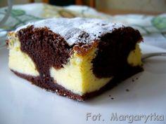 Przepis na to pyszne i szybkie ciasto dostałam wiele lat temu od mojej sąsiadki Małgosi. Kiedyś piekłam je namiętnie, teraz od czasu do cza...