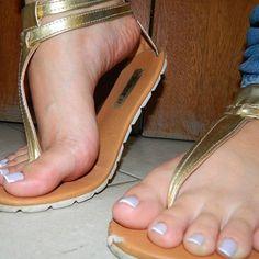 Sexy Sandals, Hot Heels, Bare Foot Sandals, Beautiful Toes, Pretty Toes, Feet Soles, Women's Feet, Beach Feet, Big Legs