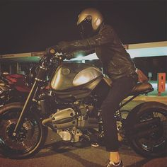 #SC002 by #silvaticus_custom First ride ! #r1100r #bmw #motor #mottorad #scrambler #silvaticus_custom #k100 #r1150r #r1200r #rninet #engine #exhaust #endproject #r65 #r75 #r100 #custom #customized #project #start #design #daymakerheadlight #holographichammer #caferacer #caferacerdreams #lifestyle #motorrad #motorbike