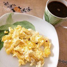 Bom Dia! Acordei tão indisposta (moleza) e inchada... Aff! Hoje dia protéico! Começando com ovo mexido  ! Vamos em frente! #desafiofeliznatal48 #lowcarb #diaprotéico #bomdia by mudando_aos40