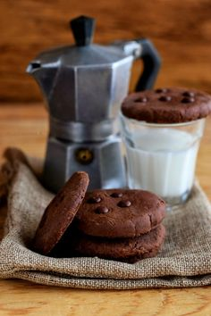 Biscotti al cioccolato al microonde - Cucina Serena Microwave Cake, Microwave Recipes, Cake Light, Biscotti Cookies, Piece Of Cakes, Light Recipes, Cookie Bars, Nutella, Cookie Recipes
