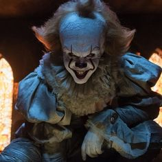 What is Pennywise the Clown Really? Complete Mythology + Origin Explained Video Stephen King's Pennywise the Clown is an… Evil Clowns, Scary Clowns, Creepy, Horror Movie Quotes, Newest Horror Movies, Bill Hader, Bill Skarsgard, Jay Ryan, James Mcavoy