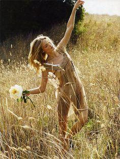 { editorial: fiori di campo, erin axtell by chris craymer for vanity fair italy via fashion gone rogue } Hippie Style, Hippie Bohemian, Hippie Chic, Boho Style, Boho Chic, Indie, Grunge, Estilo Hippy, Retro Mode