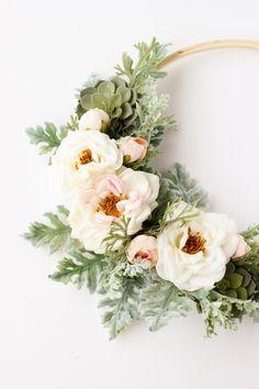 Easy DIY Modern Spring Floral Wreath // MichaelsMakers Delia Creates