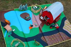 great idea with an old pack and play mat. Paint and use in play room. Sewing For Kids, Diy For Kids, Crafts For Kids, Felt Diy, Felt Crafts, Manta Animal, Felt Play Mat, Play Mats, Mini Mundo