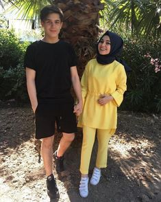 Image may contain: 2 people, people standing and outdoor Muslim Fashion, Modest Fashion, Hijab Fashion, Fashion Outfits, Cute Muslim Couples, Cute Couples, Casual Hijab Outfit, Casual Outfits, Modern Hijab