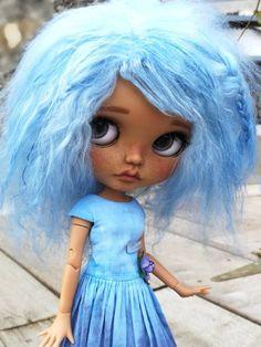 Myrtille : Blythe OOAK by BellaDolla Freckle Face, Kawaii Doll, Pretty Dolls, Custom Dolls, Big Eyes, Freckles, Blythe Dolls, Curly Hair Styles, Disney Princess