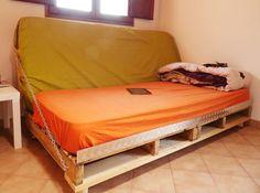 DIY Pallet Sofa Bed | 99 Pallets