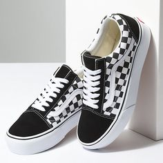 The Checkerboard Old Skool Platform combines the Vans classic sidestripe skate shoe with sturdy canvas and suede uppers, the iconic Vans checkerboard print, padded collars for support and flexibility, and platform signature rubber waffle outsoles. Vans Shoes Fashion, Vans Shoes Women, Girls Shoes, Vans Men, Cute Shoes For Teens, Black Vans Shoes, 70s Shoes, Baby Shoes, Vans Sneakers
