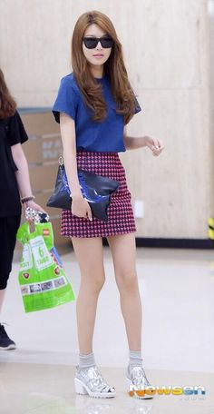 Denim + pink geometric skirt / Sooyoung SNSD airport fashion