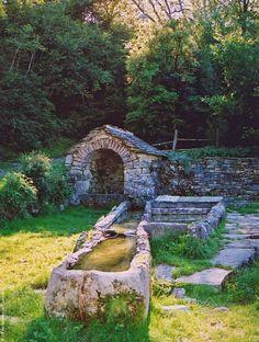 Les fontaines voûtées du Sévéragais en Aveyron