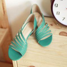 сандалии на низком ходу