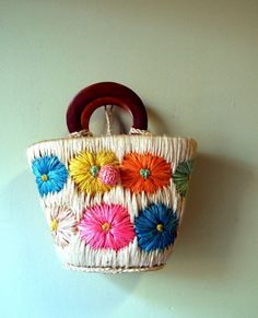 "Vintage Flowered Straw Purse - add a little of ""personnal touch"" with vintage accessories in your floral look this summer !!!"