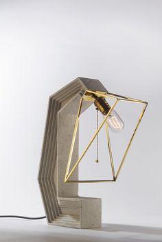 Tischleuchte Aus Beton Und Messing Mit Geometrischen Formen