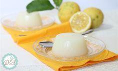 Il gelo di limone è un leggero e rinfrescante dolce al cucchiaio a base di acqua, succo di limone, zucchero e amido per addensare. Un dessert, preparato prevalentemente in Sicilia, ottimo per terminare un pranzo o una cena durante la stagione estiva.
