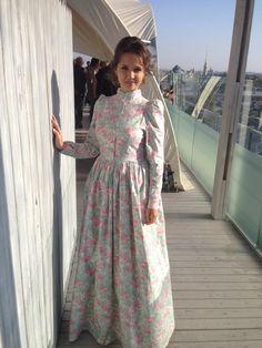 Pin by Alaa Gamal Eldin on dresses in 2019 Frock Fashion, Modest Fashion, Women's Fashion Dresses, Hijab Fashion, Event Dresses, Modest Dresses, Simple Dresses, Choli Dress, Dress Skirt