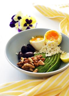 avocado bowl with soft-boiled egg, walnuts, feta cheese and olives Soft Boiled Eggs, Breakfast Tea, Greek Recipes, Feta, Avocado, Olives, Cooking, Ethnic Recipes, Bread