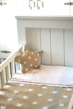 Baby's Only ledikantdeken ster beige / wit uit de online shop van Babyaccessoires.eu. In allerlei kleuren. Babys Only, Baby Accessoires, Toddler Bed, Van, Beige, Shop, Furniture, Home Decor, Child Bed