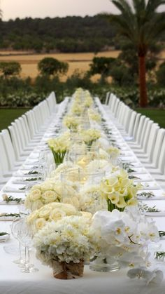 Long summer table by Jeff Leatham