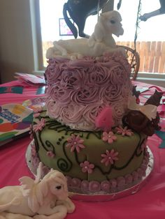My daughters horse cake for her 4th birthday.