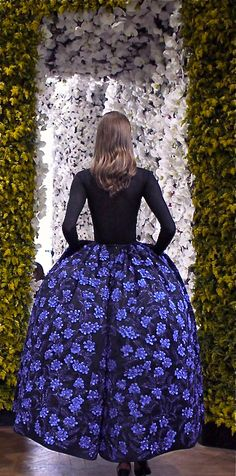 Christian Dior haute couture Fall photographed by Annabel Fernandes. Cashmere Top and silk skirt embroidered by Lesage with Blue roses Dior Haute Couture, Couture Mode, Christian Dior Couture, Dior Fashion, Fashion Moda, Couture Fashion, Fashion Women, Beautiful Gowns, Beautiful Outfits