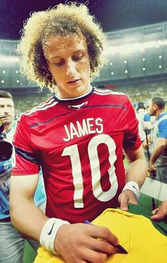 David luiz wearing James Rodriguez's kit