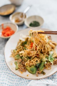Yakisoba is a popular Japanese dish made from grilled/fried ramen noodles tossed with meat and vegetables and flavoured with a delicious sauce! Fried Ramen, Fried Pork, Japanese Dishes, Japanese Food, Yaki Soba, Ginger Pork, Stir Fry Noodles, Pork Belly, Seafood Recipes