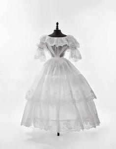 Robe à crinoline, pour l'après-midi d'été, 1840-1845.   Daguerre