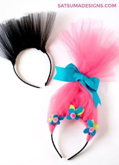 DIY Troll hair for a fun and festive Trolls party. This hair is adorable as a party craft and favor and can be use for too! Great trolls hair for the bin. Birthday Treats, 3rd Birthday Parties, Diy Birthday, Trolls Birthday Party Ideas Cake, Backyard Birthday, Birthday Stuff, Party Treats, Cake Birthday, Costume Troll