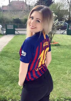 Source by Activewear Hot Football Fans, Football Girls, Soccer Fans, Female Football, Champions League, Kiara Advani Hot, Girls Dance Costumes, Barcelona Team, Barcelona Jerseys
