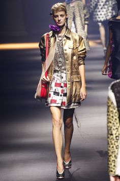 See the complete Lanvin Spring 2016 Ready-to-Wear collection.