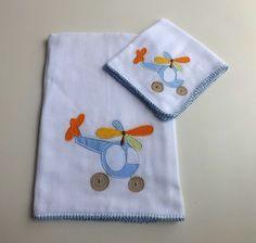 Jogo de babitas bordadas e acabamento em crochê. Tamanho: Babita - 32 x 32 cm; Fralda - 67 x 67 cm Tecido: Fralda Cremer Luxo - 100% algodão R$ 42,80